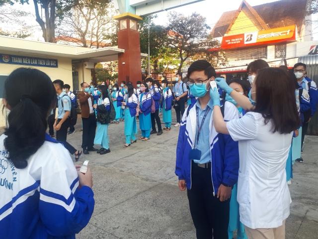 Học sinh ở vùng dịch vắng nhiều trong ngày đầu đi học trở lại - 1