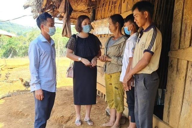 Thầy cô giáo vùng cao góp tiền, đỡ đầu học sinh nghèo - 3