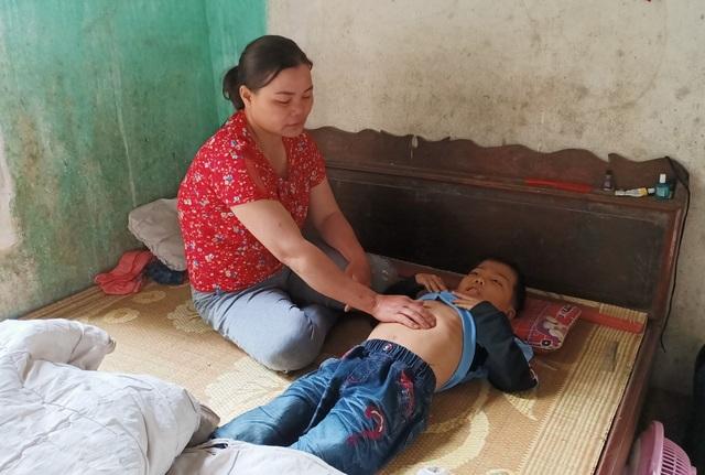Rớt nước mắt cảnh người mẹ tất tưởi chăm hai con mang bệnh tan máu bẩm sinh - 3