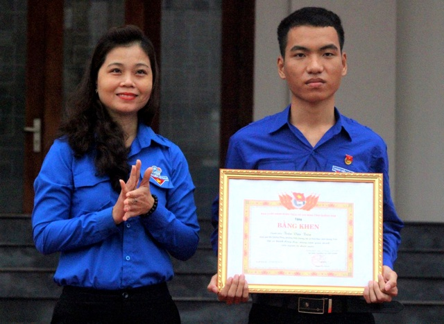 Quảng Nam tặng bằng khen tới thanh niên cứu 3 học sinh đuối nước - 1