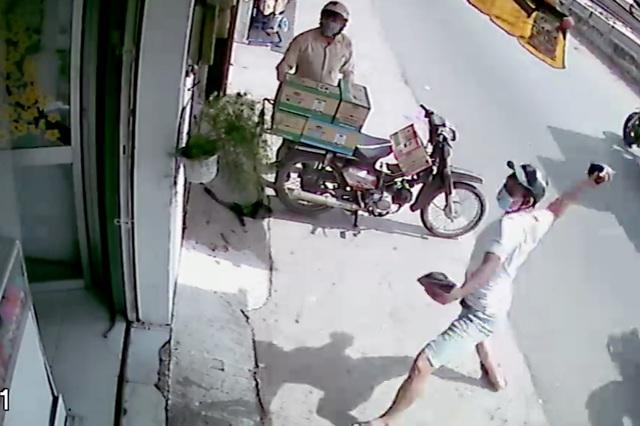Vụ tiệm thuốc tây 6 lần bị tạt mắm tôm: Khởi tố 2 kẻ chủ mưu - 2