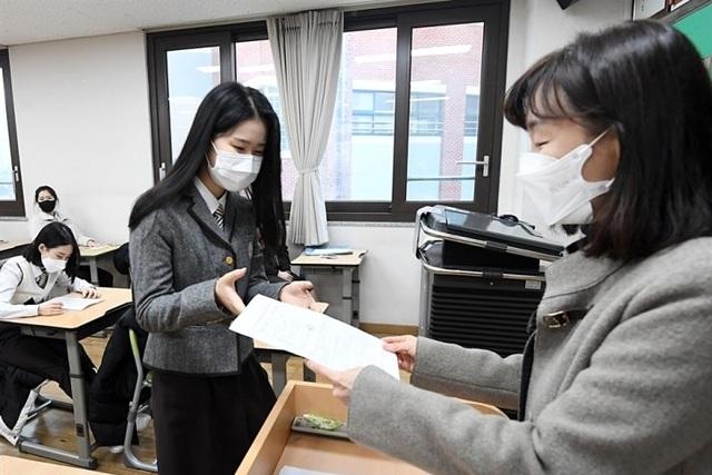 Đại học Hàn Quốc tặng iPhone để hút sinh viên - 1