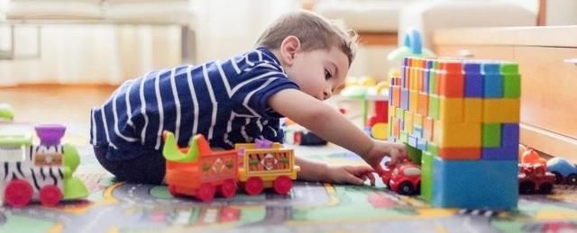 Đồ chơi bằng nhựa có thể chứa hơn 100 chất độc đối với trẻ em - 1