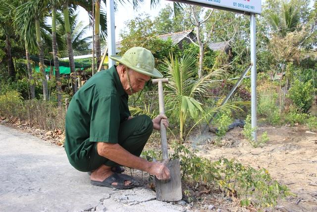 Biệt đội vá lộ với 30.000 đồng lương hưu của các cựu binh U70 ở Cà Mau - 5