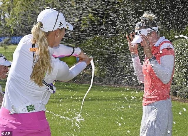Vẻ đẹp hút hồn của nữ golf thủ 16 tuổi vừa đoạt Cúp Gainbridge LPGA - 8