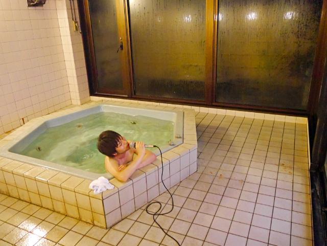 Vừa tắm onsen vừa hát karaoke - 5