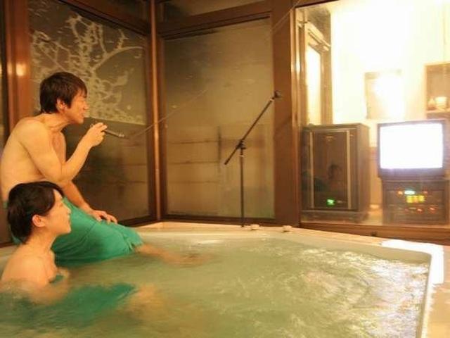 Vừa tắm onsen vừa hát karaoke - 8
