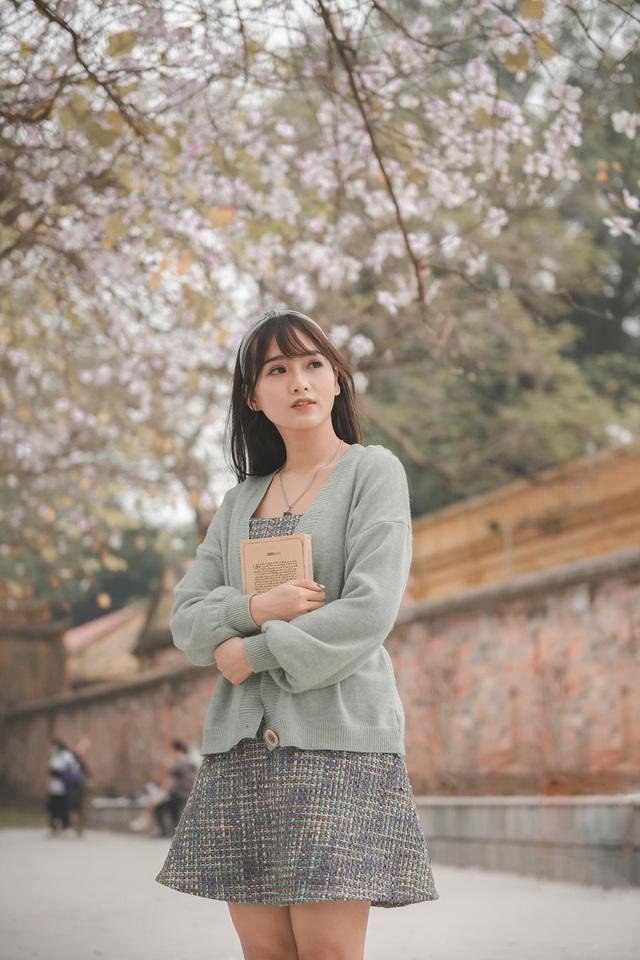 Nữ bác sĩ 9X xinh đẹp thả hồn lãng mạn với hoa ban tháng 3 - 1