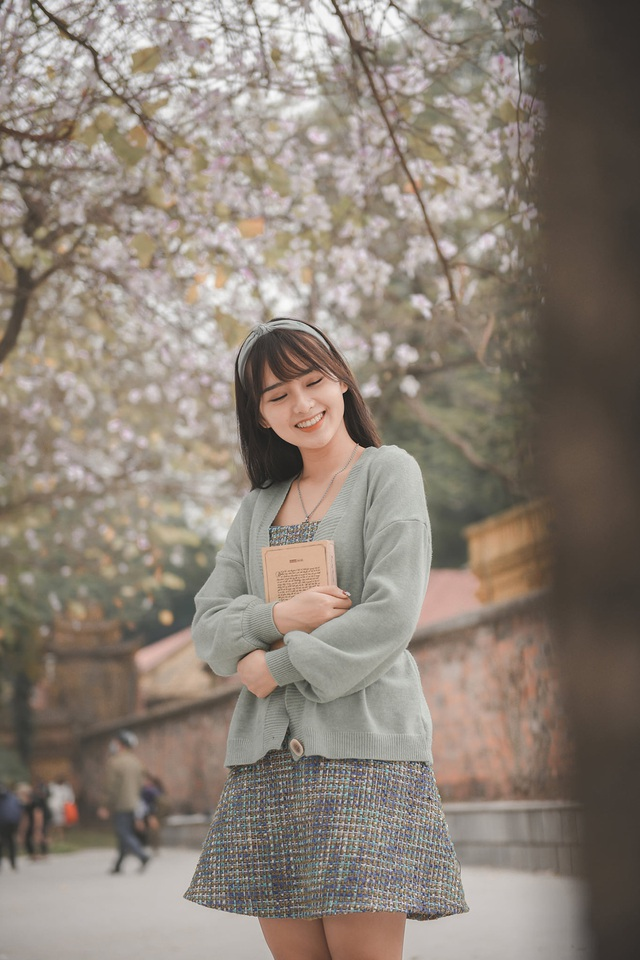 Nữ bác sĩ 9X xinh đẹp thả hồn lãng mạn với hoa ban tháng 3 - 10
