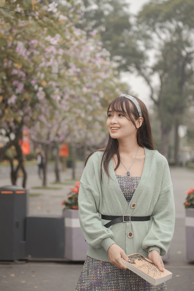 Nữ bác sĩ 9X xinh đẹp thả hồn lãng mạn với hoa ban tháng 3 - 9