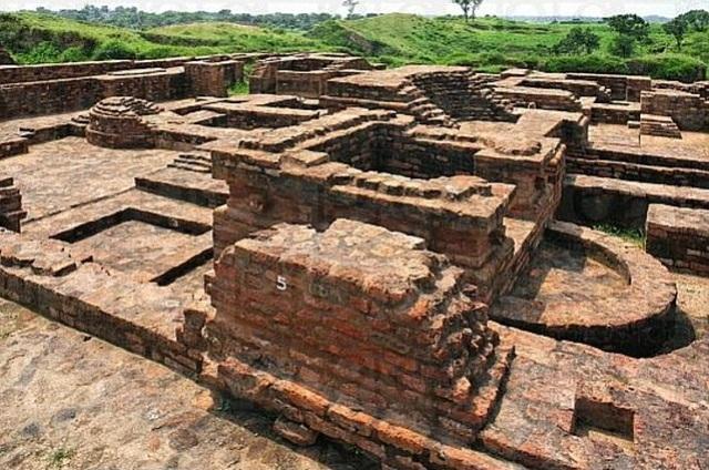 Phát hiện dấu tích và khai quật hàng chục pho tượng Phật nghìn năm tuổi - 2