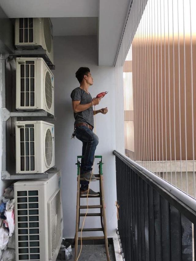 Dân Hà Nội tức tốc lắp lưới an toàn ban công sau vụ cháu bé rơi ở chung cư - 1