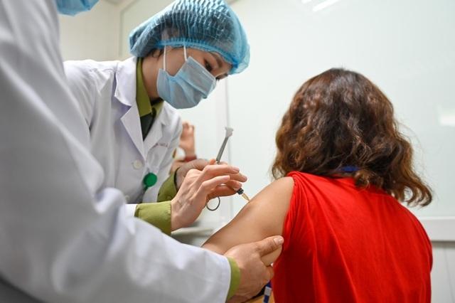 Người tiêm thử vắc xin Covid-19 Việt Nam giai đoạn 2 hiện ra sao? - 1