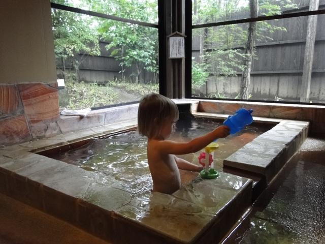 Làm thế nào để trẻ em cũng được trải nghiệm tắm onsen? - 1