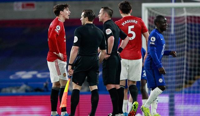 Luke Shaw đối mặt với án phạt từ FA do nghe nhầm - 2