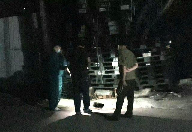 Mâu thuẫn tình cảm, một phụ nữ và 2 con trai bị truy sát trong đêm - 2