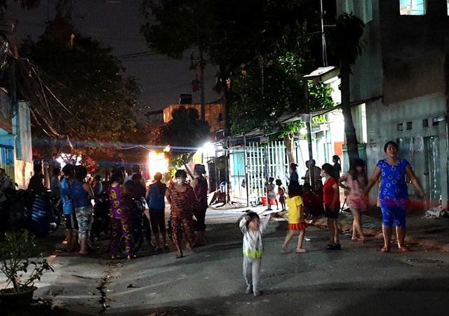 Mâu thuẫn tình cảm, một phụ nữ và 2 con trai bị truy sát trong đêm - 3