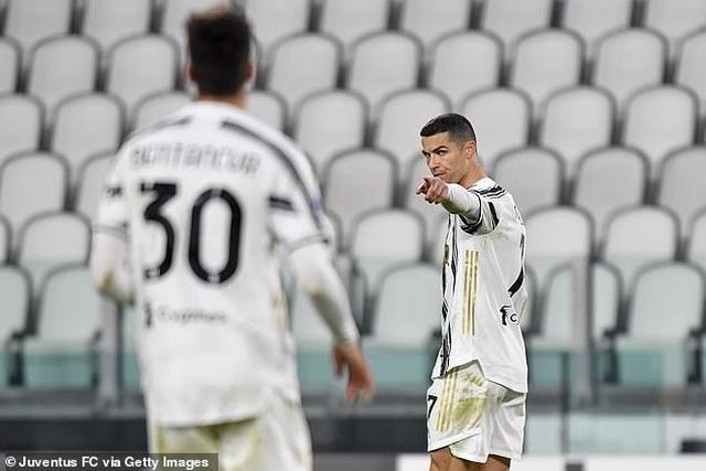 C.Ronaldo lập công, Juventus bám đuổi Inter và AC Milan - 10
