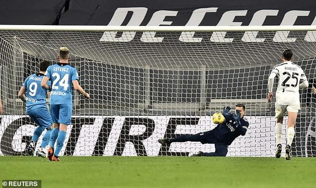 C.Ronaldo lập công, Juventus bám đuổi Inter và AC Milan - 11