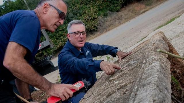 Phát hiện hai chiếc quan tài đá 1.800 năm tuổi của một cặp vợ chồng - 3
