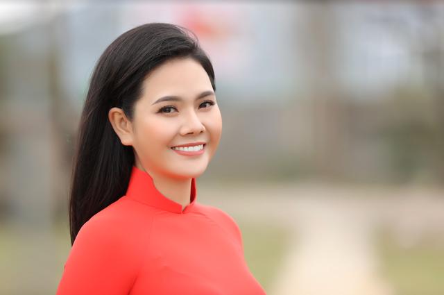Ca sĩ Lương Nguyệt Anh đưa con trai nuôi đóng MV mừng 8/3 - 1