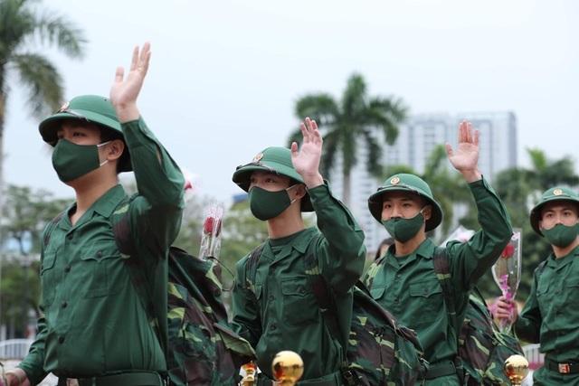 Hơn 2.000 tân binh đất Cảng lên đường nhập ngũ - 2
