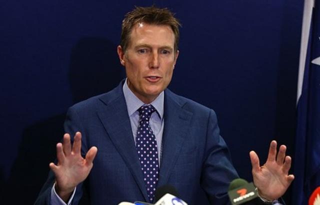 Bộ trưởng Tư pháp vướng cáo buộc hiếp dâm, chính trường Australia nổi sóng - 1