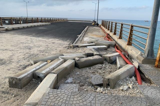 Sóng biển lột bê tông ở dự án 250 tỷ đồng - 3
