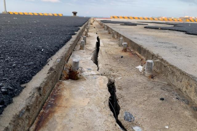 Sóng biển lột bê tông ở dự án 250 tỷ đồng - 2