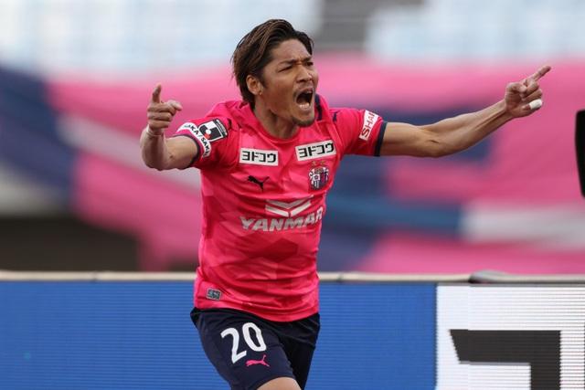 Thủ môn mắc sai lầm, đội bóng của Văn Lâm thua đau phút bù giờ - 1