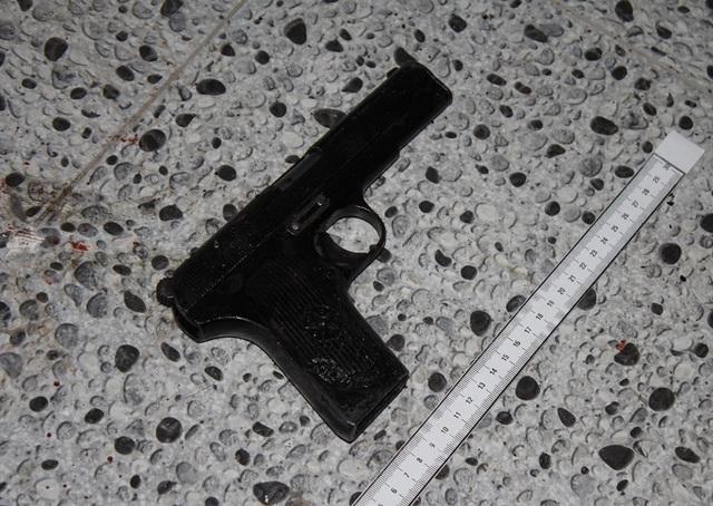 Vụ nổ súng giữa trung tâm TP: Xác định đối tượng cầm đầu, thu thêm súng - 2