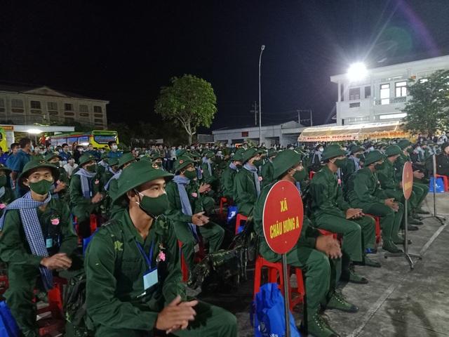 Hàng ngàn thanh niên hăng hái lên đường nhập ngũ - 6