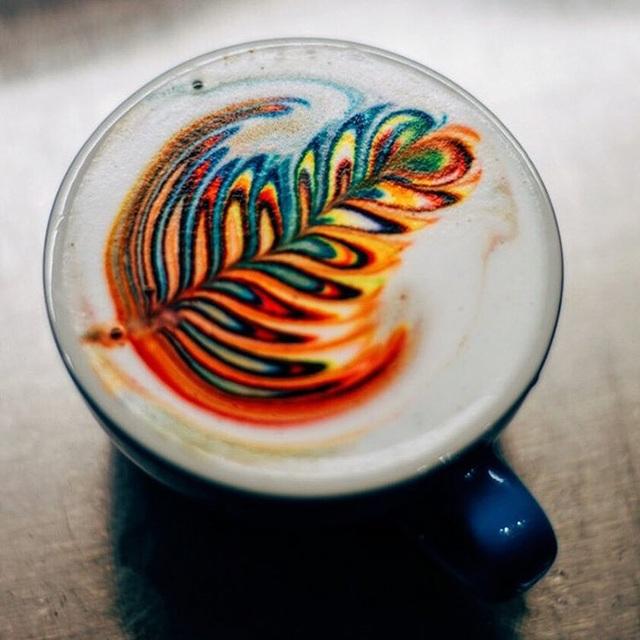 Mãn nhãn với những ly latte bảy sắc cầu vồng - 1