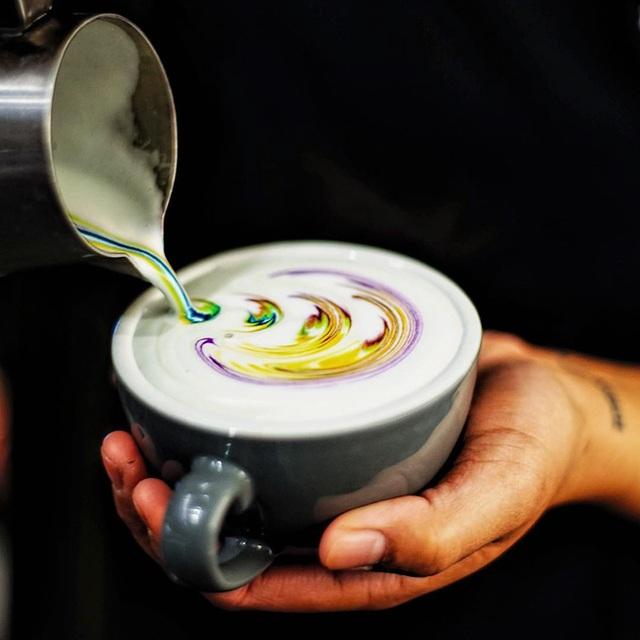 Mãn nhãn với những ly latte bảy sắc cầu vồng - 5
