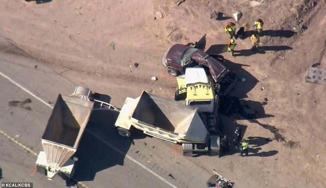 Tai nạn thảm khốc tại Mỹ, ít nhất 13 người chết - 7