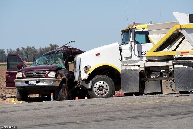 Tai nạn thảm khốc tại Mỹ, ít nhất 13 người chết - 8