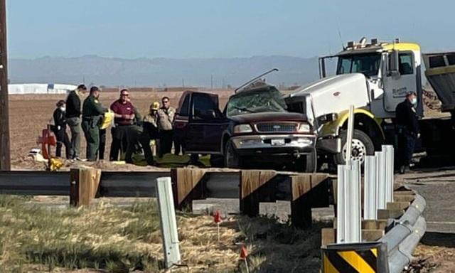 Tai nạn thảm khốc tại Mỹ, ít nhất 13 người chết - 9