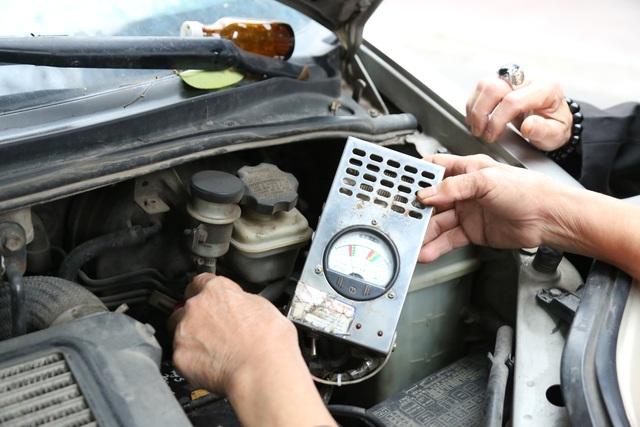 Người phụ nữ 72 tuổi sửa chữa ô tô: 50 năm gắn bó bởi tình yêu nghề - 7