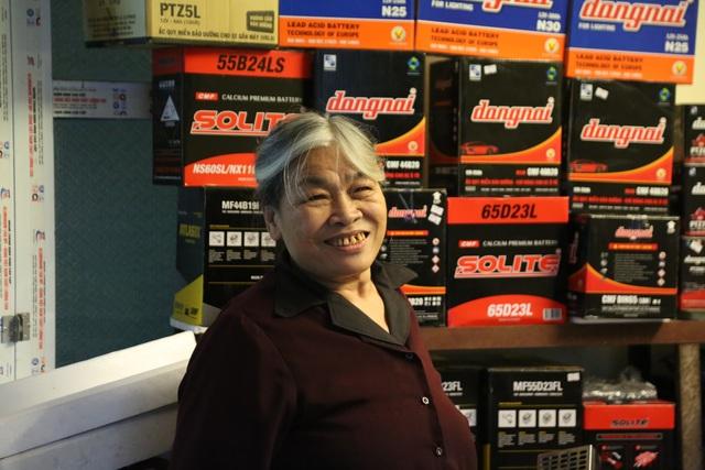 Người phụ nữ 72 tuổi sửa chữa ô tô: 50 năm gắn bó bởi tình yêu nghề - 4
