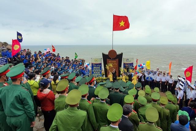 Khung cảnh kỳ vĩ ở nơi đón ánh bình minh đầu tiên trên đất liền Việt Nam - 9
