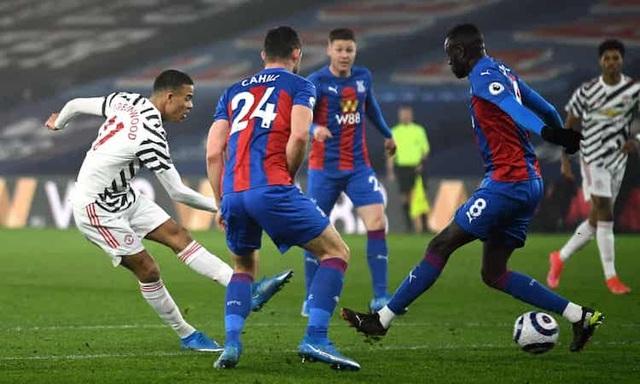 Man Utd bất ổn khi hai ngôi sao cãi vã, quát mắng nhau trên sân - 2