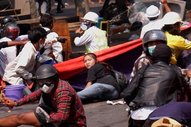 Phe biểu tình tại Myanmar tuyên bố tiếp tục xuống đường sau ngày đẫm máu - 1