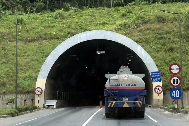 Điểm mặt những loại hàng hóa nguy hiểm vận chuyển liên tục trên đường - 1