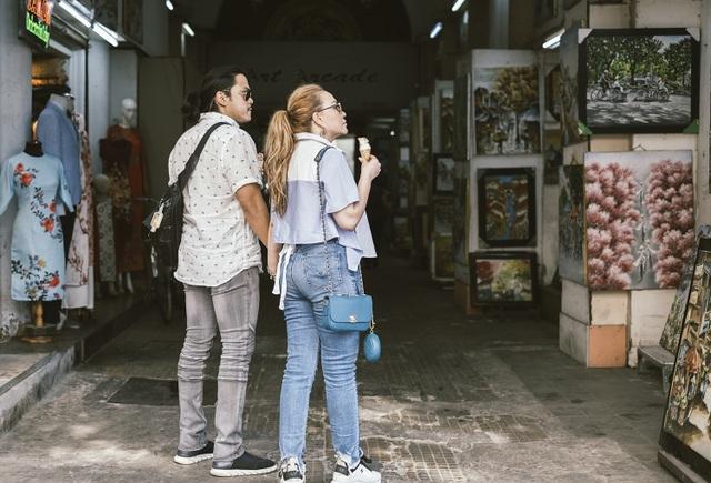 Thanh Hà dành nụ hôn ngọt ngào cho bạn trai khi cùng đi dạo phố - 6