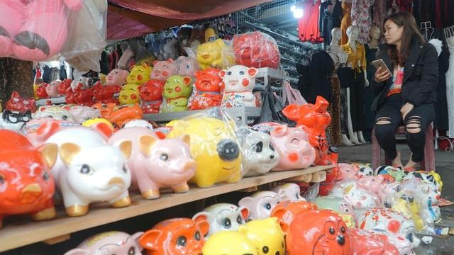 Lợn đất giá vài trăm nghìn vẫn hút khách dịp đầu năm - 4