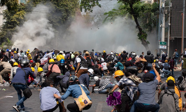 Liên Hợp Quốc lên án bạo lực ở Myanmar, Mỹ trừng phạt con thống tướng - 1
