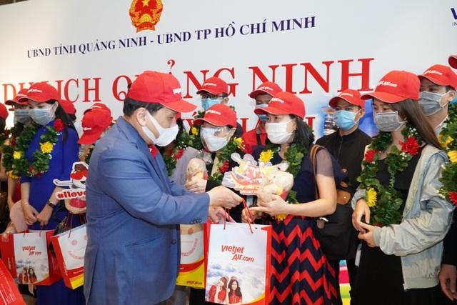Sân bay Vân Đồn mở cửa trở lại đón chuyến bay Vietjet đầu tiên - 1