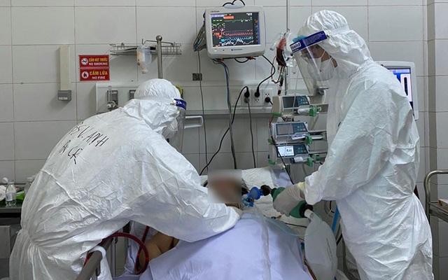 Hà Nội: Bệnh nhân Covid-19 tổn thương 95% phổi phải chạy ECMO, thở máy - 1