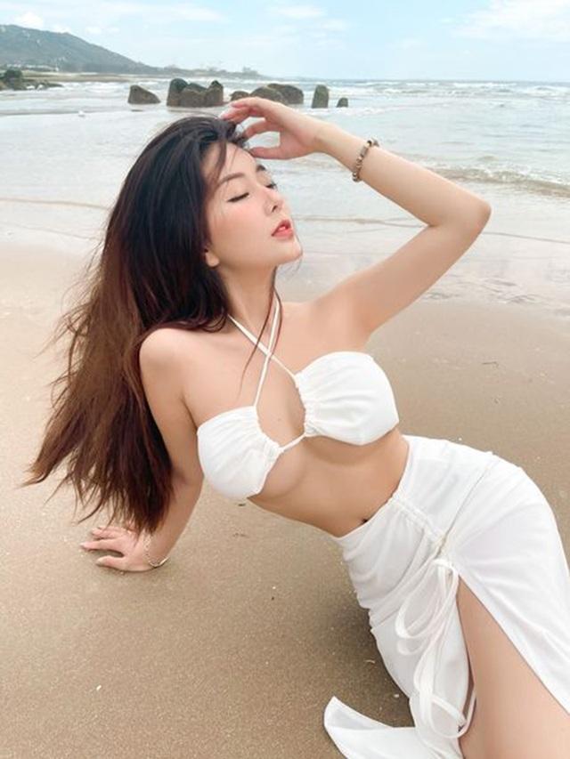 Hot girl Việt khởi động đường đua bikini 2021 đầy nóng bỏng - 1