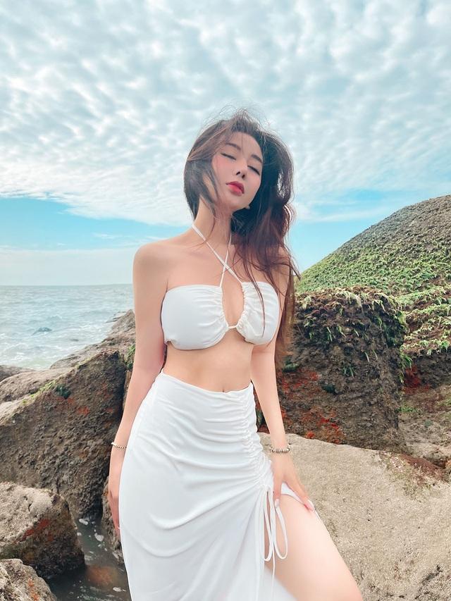 Hot girl Việt khởi động đường đua bikini 2021 đầy nóng bỏng - 2